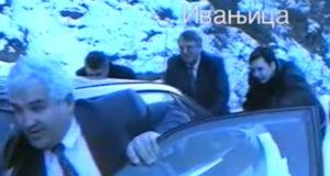 VIDEO ZA ANTOLOGIJU: Šešelj i i njegov potrčko Vučić guraju auto po snijegu