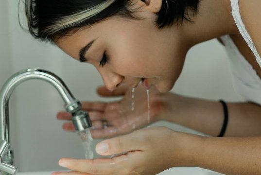 DERMATOLOZI UPOZORAVAJU: Pazite kako perete lice, ovo nipošto nemojte raditi...